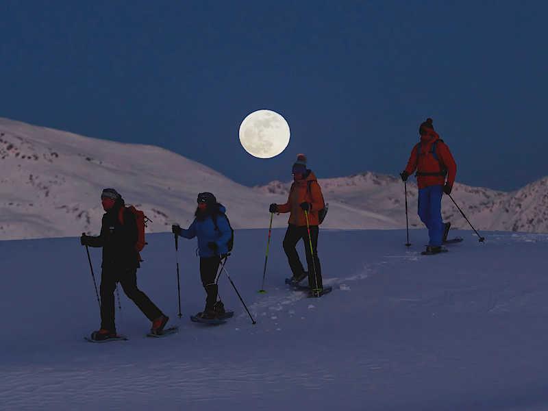 Freizeit - Winter - Schneeschuhwandern - Symbolfoto2