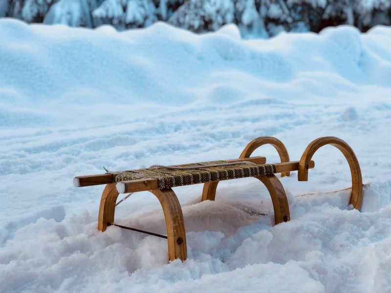 Freizeit - Winterfreizeit - Rodeln - Symbolfoto 1