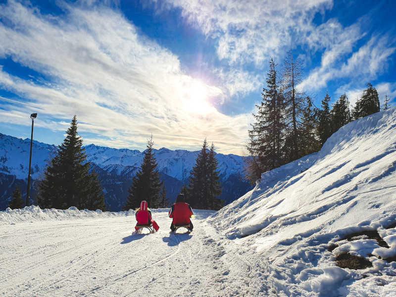 Freizeit - Winterfreizeit - Rodeln - Symbolfoto 2