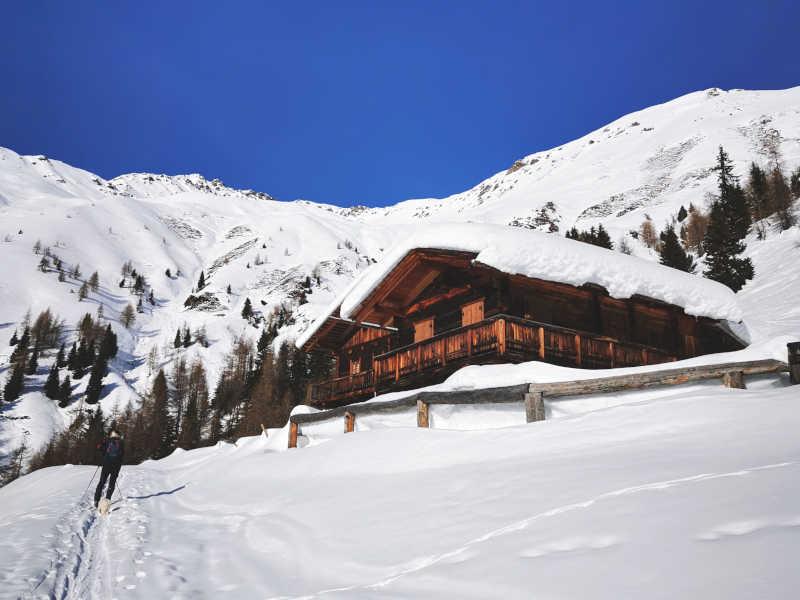Freizeit - Winterfreizeit - Skitouren - Symbolfoto