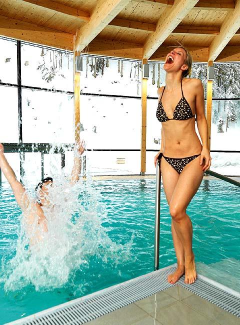 Wellness-Schwimmbad-480x650-Zedern-Klang