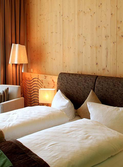 Zimmer-Betten-480x650-Zedern-Klang