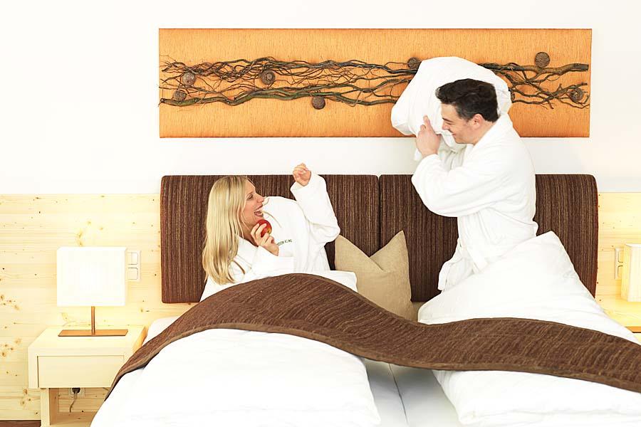 Zimmer-KaminSuite-Zedern Klang-900x600-1